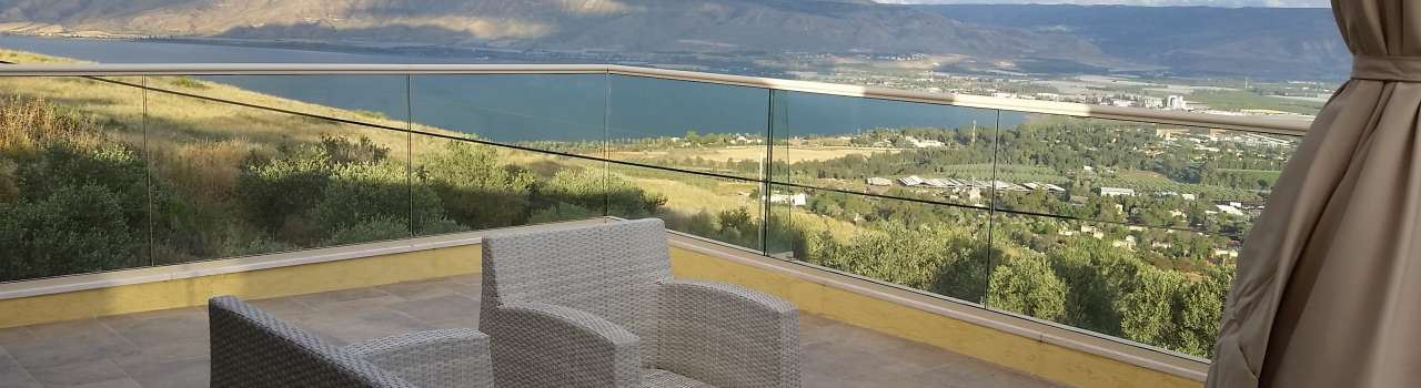 The perfect Galilee Escape with a breathtaking view to the Sea of Galilee, the Jordan Vall